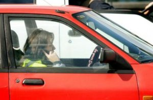using-a-mobile-phone-while-driving